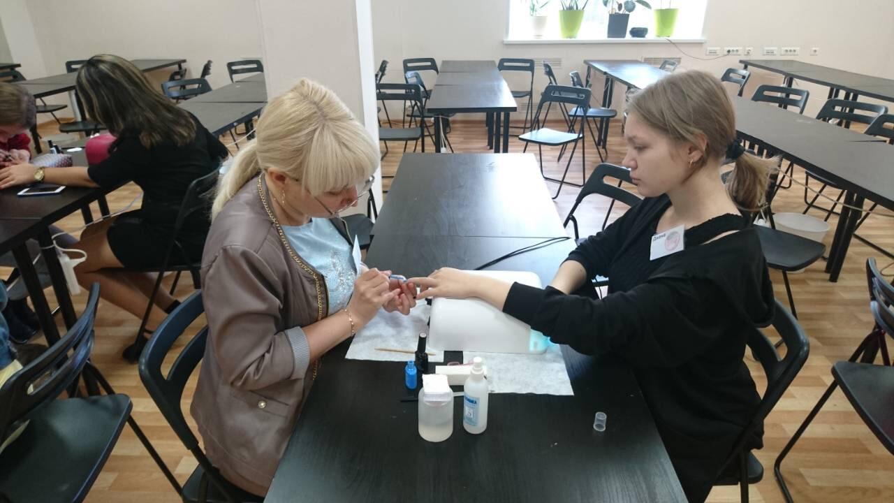 обучение покрытию гель-лаком